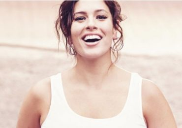 Ashley Graham le pone un alto a sus críticos en Instagram